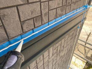 中津川市田瀬で屋根と外壁の塗り替えを行っています。本日はシーリング工事です。