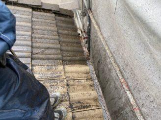 下屋根のバイオ洗浄と高圧洗浄