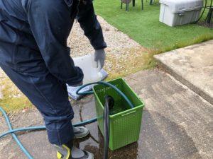中津川市で本日はバイオ液を使用しての屋根と外壁の洗浄です。