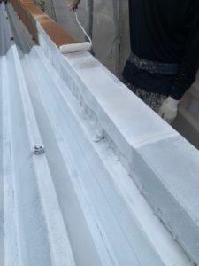 中津川市付知町で密着性の良い塗料で折半屋根の下塗りが完了しました