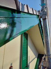 多治見市で外壁塗装中!破風板をグリーンで塗り替えています。