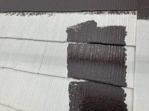 瑞浪市学園台で高い遮熱効果塗料でスレート屋根の中塗り塗装です