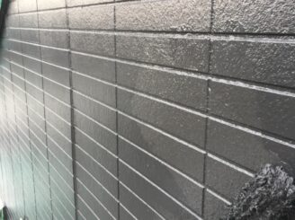 土岐市でタイル部分の外壁の塗り替え 外壁上塗り塗装