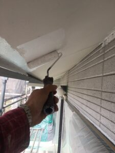 瑞浪市釜戸町で、屋根の軒天塗装、マルチエースⅡーJY塗料で施工します