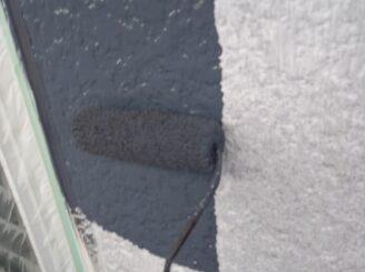 多治見市で屋根外壁の塗り替え塗装 外壁の中塗り塗装