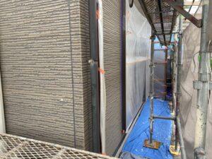 中津川市坂下で塗装を行う前の下地処理に入ります。