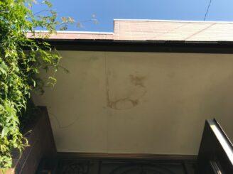 春日井市で屋根外壁塗り替え塗装 前 軒天井