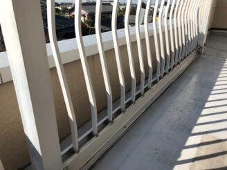 春日井市で屋根外壁塗り替え塗装 前 ベランダ床面状態
