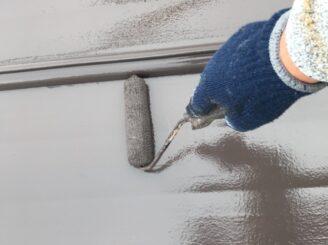 春日井市で屋根塗り替え塗装 屋根塗装中塗り