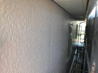 春日井市で外壁塗装 外壁中塗り塗装
