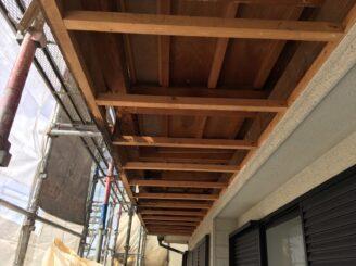 多治見で屋根外壁の塗り替え塗装です 軒天井を剥がしました