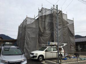 中津川市坂下町に外壁塗装を行うための足場が建ちました。これからドンドン増やしましょう