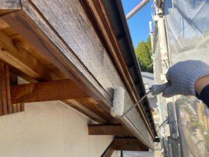 中津川市坂下で付帯部、破風板の塗装を行います。