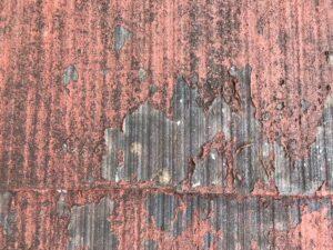 中津川市瀬戸、屋根の塗膜剥がれ