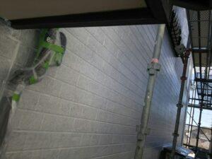 中津川市、外壁の下塗り2回目塗装