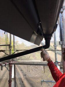瑞浪市釜戸町で付帯部塗装、樋と雨戸の塗装を施工しました。