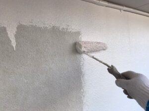 恵那市大井町、外壁の下塗り