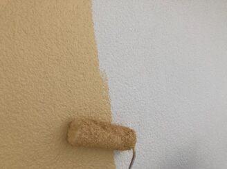 多治見市で外壁塗装 外壁の中塗り塗装