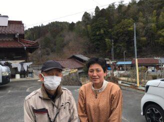 恵那市明智町で雨樋の交換工事を施工させて頂きました。お喜びのH様です。