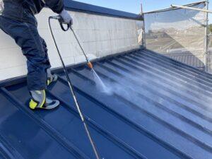 恵那市岩村町で屋根の板金の瓦棒と外壁の金属サイディングの洗浄を行います。