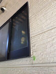 恵那市岩村町、窓まわりのコーキングの劣化