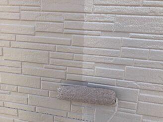 瑞浪で外壁の塗り替え塗装 外壁の中塗り塗装 タイル面
