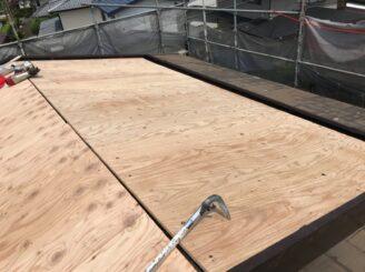 可児市で屋根はガルバカバー工法 外壁は塗り替え 屋根下地 腐食 棟板金