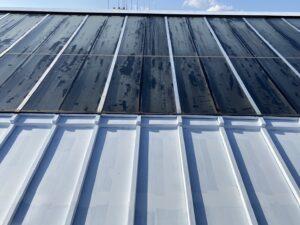 岩村町、瓦棒屋根の下塗り1回目塗装