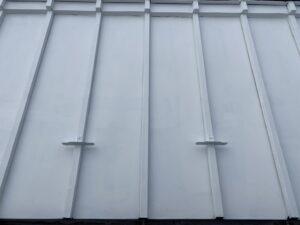 恵那市岩村町で屋根の板金の塗装工事が完了しました。