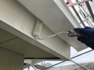 多治見市で屋根外壁塗装 鼻隠しの塗装 樋の後ろ