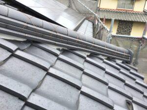 恵那市大井町で、大屋根の棟の三日月漆喰の施工です。
