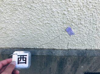 多見市で屋根外壁塗装 現調時 下見 家の状態  外壁の状態 塗り替え前 カビ コケ かび 苔 亀裂 ひび割れ 色褪せ 色落ち 色おち 黒い汚れ 雨戸