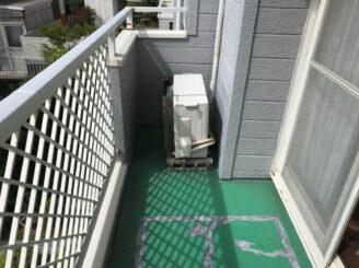 多治見市 瑞浪市で外壁塗装 ベランダ防水工事 シリコン塗装 目地亀裂 塗り替え前 ベランダの状態 外壁に亀裂