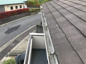 多治見市で屋根外壁塗り替え塗装 シリコン塗料で塗り替え 屋根に欠け 樋に汚れ