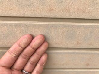 土岐市 瑞浪市で外壁塗装 現調時のお家の状態 施工前 塗り替え前 フッ素塗料で塗り替え 外壁に汚れ汚れ 亀裂 チョーキング現象