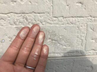土岐市 瑞浪市 屋根外壁塗り替え塗装工事 屋根塗膜の剝がれ 色の退色 フッ素塗料 現調時 下見 チョーキング現象 手に白い粉