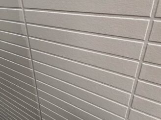 土岐市 瑞浪市で外壁塗装 現調時のお家の状態 施工前 塗り替え前 フッ素塗料で塗り替え 外壁に汚れ汚れ 亀裂 チョーキング現象 基礎亀裂 バイオ洗浄 高圧水洗浄 高圧洗浄 外壁下塗り塗装 軒天塗装