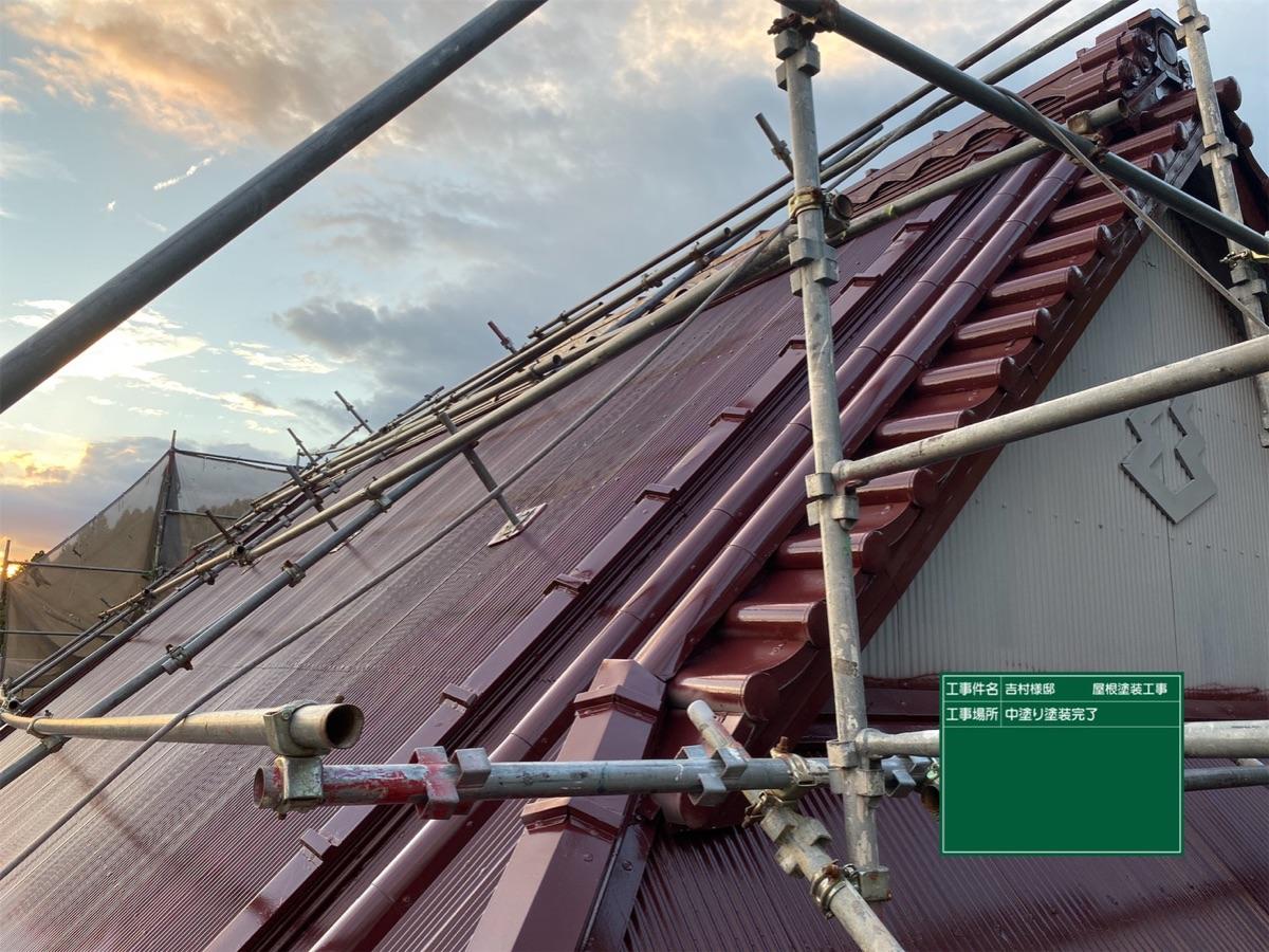 中津川市、トタン屋根の中塗り塗装完了