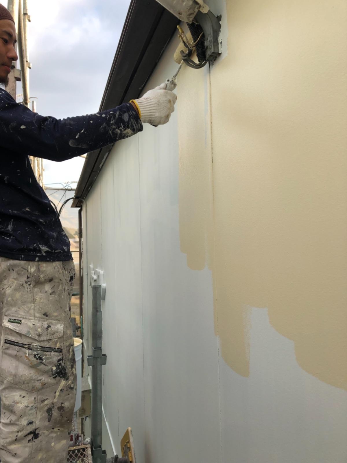 多治見市でアパートの塗り替え塗装 外壁塗装工事 屋根塗装工事 屋根フッ素 外壁リファイン 塗料 中塗り塗装