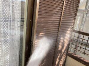 多治見市で外壁塗装の現場が始まります。本日は高圧洗浄です。