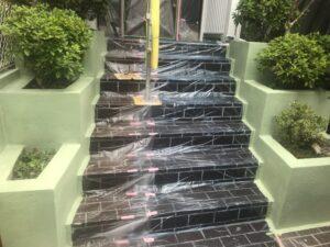 多治見市で外壁塗装の現場。本日塀の塗装が完成です!